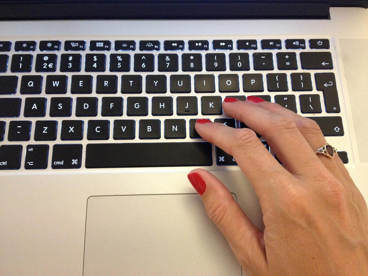 typing-296047_1280